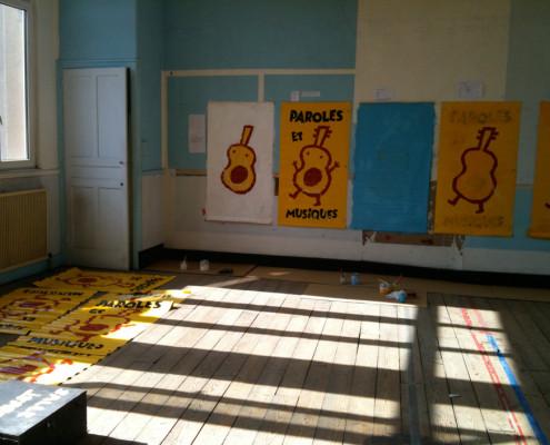 Photographies de l'atelier où j'ai réalisé les affiches pour le festival Paroles et Musiques dans le cadre de l'atelier Paroles et Musiques en Liberté. Eric Martin ©2014